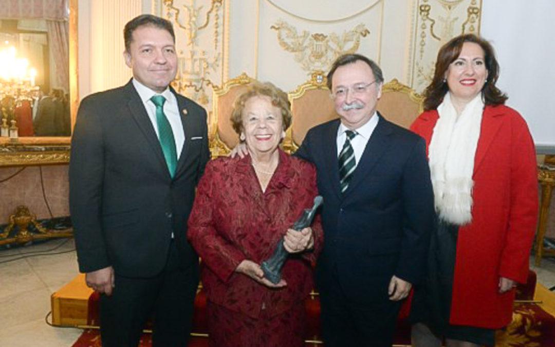 Premio María de Eza a la Sra. Nona Alguacil