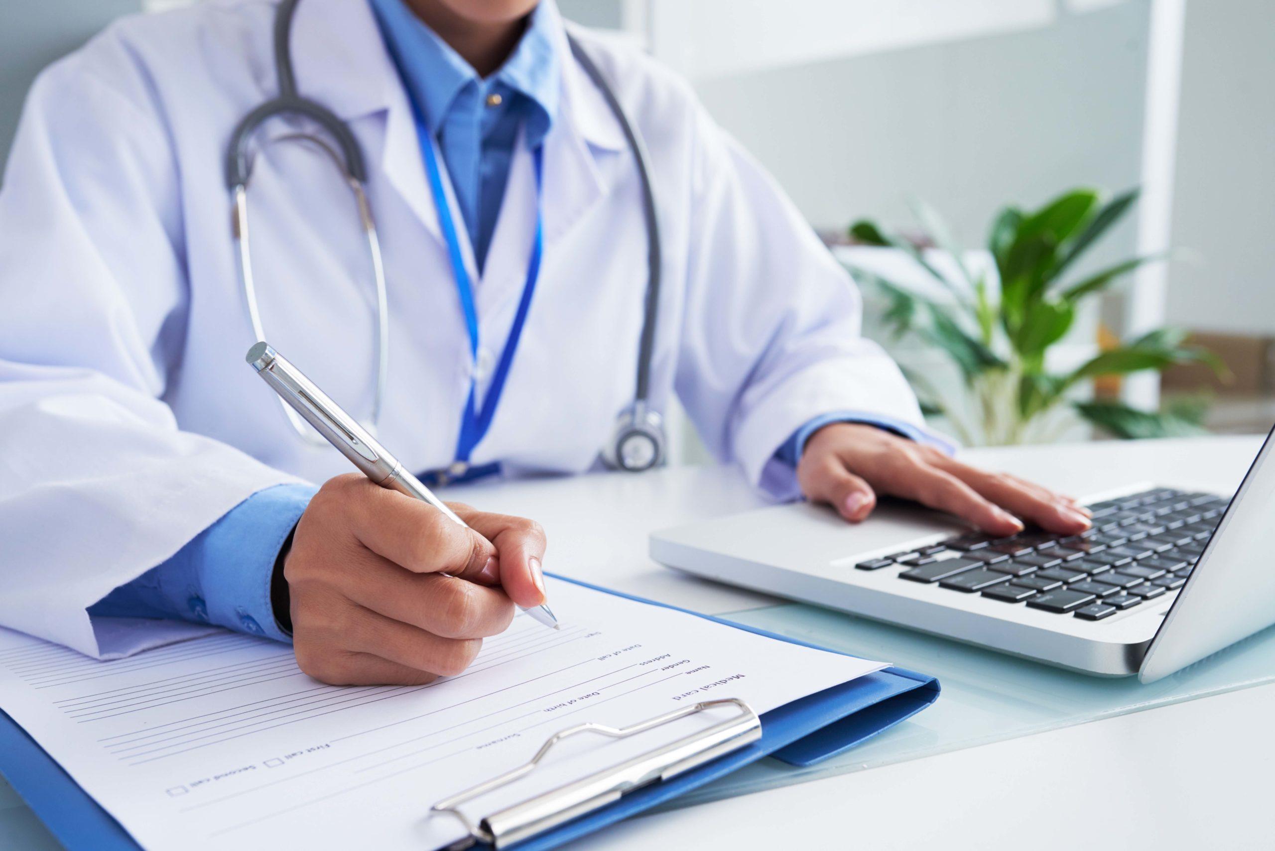 Más de cien médicos españoles fueron cooperantes y voluntarios internacionales en 2020